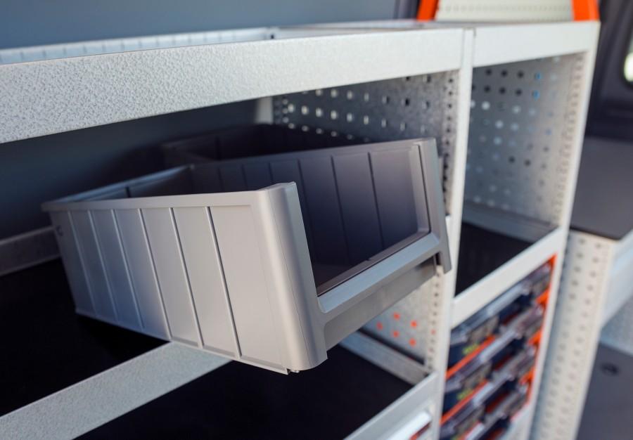 Een voorbeeld van accessoires van Work System zijn onze magazijnbakken.