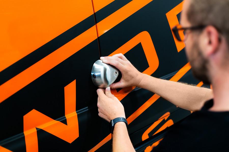 Veiligheidsslot voor bestelwagens- en auto's en andere bedrijfsvoertuigen.