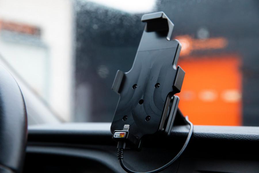 Producten voor de bestuurdersomgeving, die uw voertuig omtoveren tot een compleet mobiel kantoor