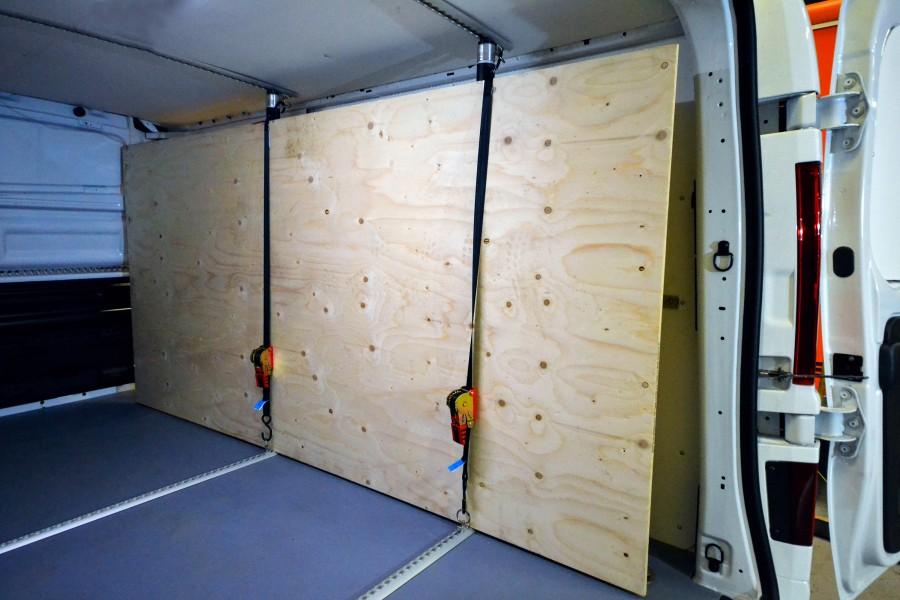 De beschermende binnenbekleding en de ladingzekering voor uw bedrijfswagen