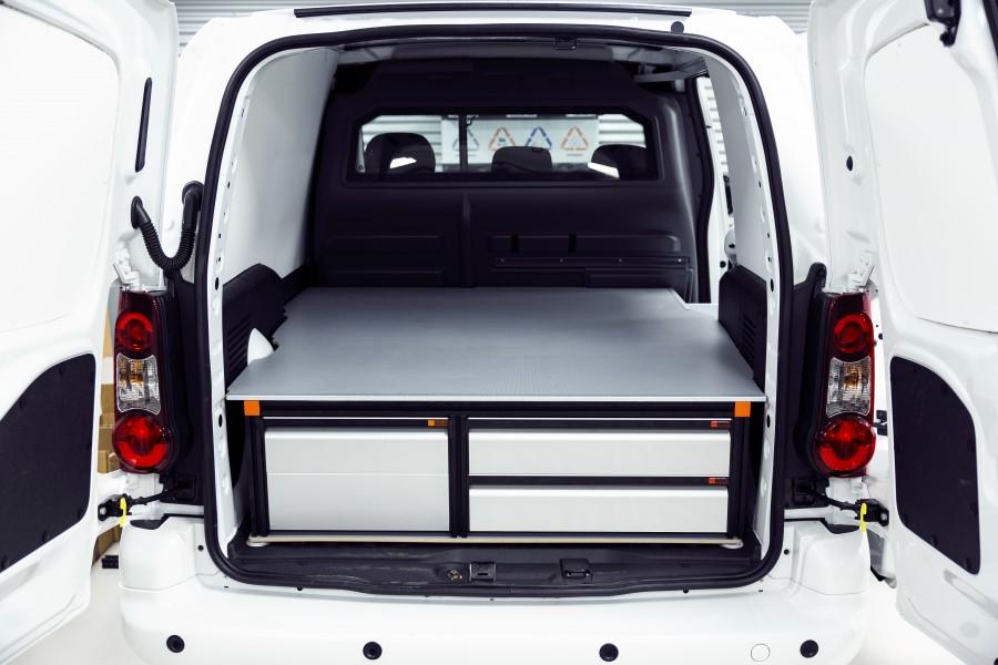 Het product geplaatst in de bedrijfswagen zoals te zien vanaf de achterkant.